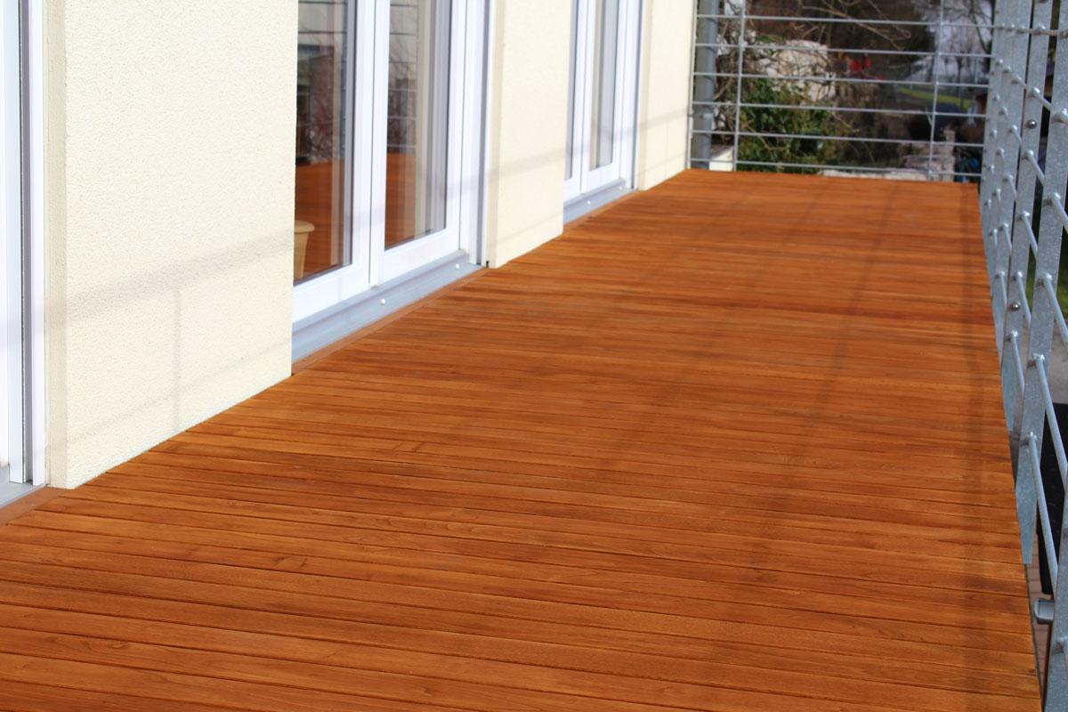 Balkon aus Robinienholz