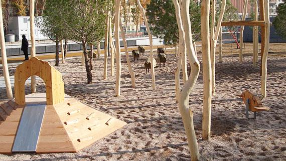 Spielplätze aus Robinienholz erfeuen sich seit über 20 Jahren großer Beliebtheit in Deutschland.