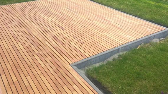 Terrasse aus Robinienholz in 50mm Breite