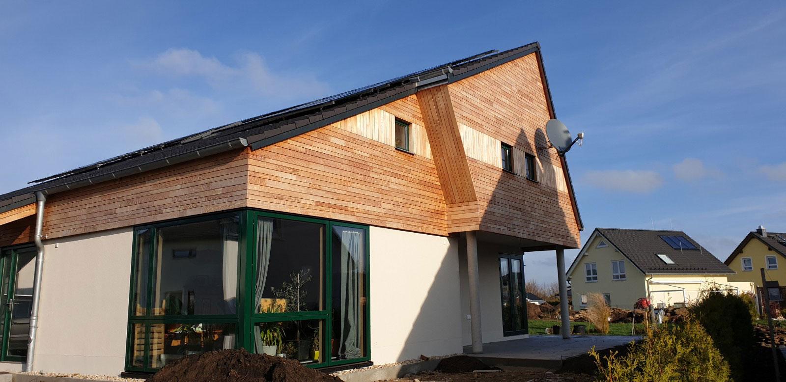 Fassade aus Robinienholz Brettern