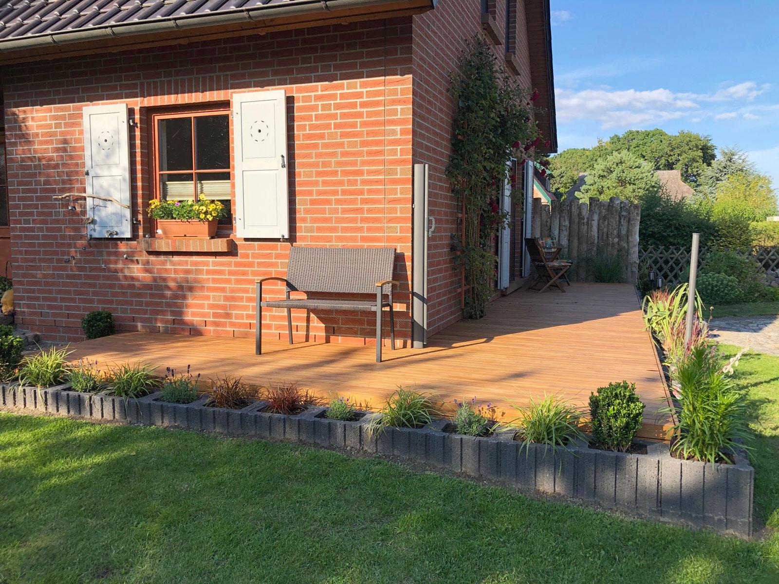 Terrasse aus geölten Robinienholz Dielen