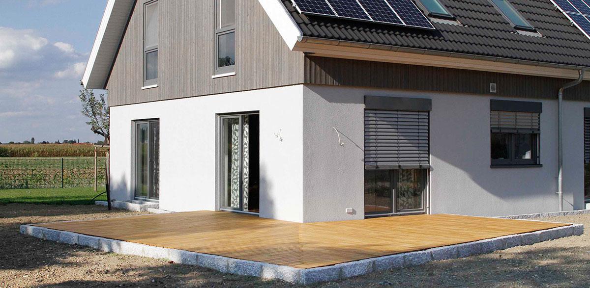 L-Förmige Terrasse aus Robinie