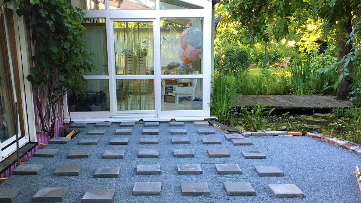 Unterbau einer Terrasse aus Robinie / Akazie