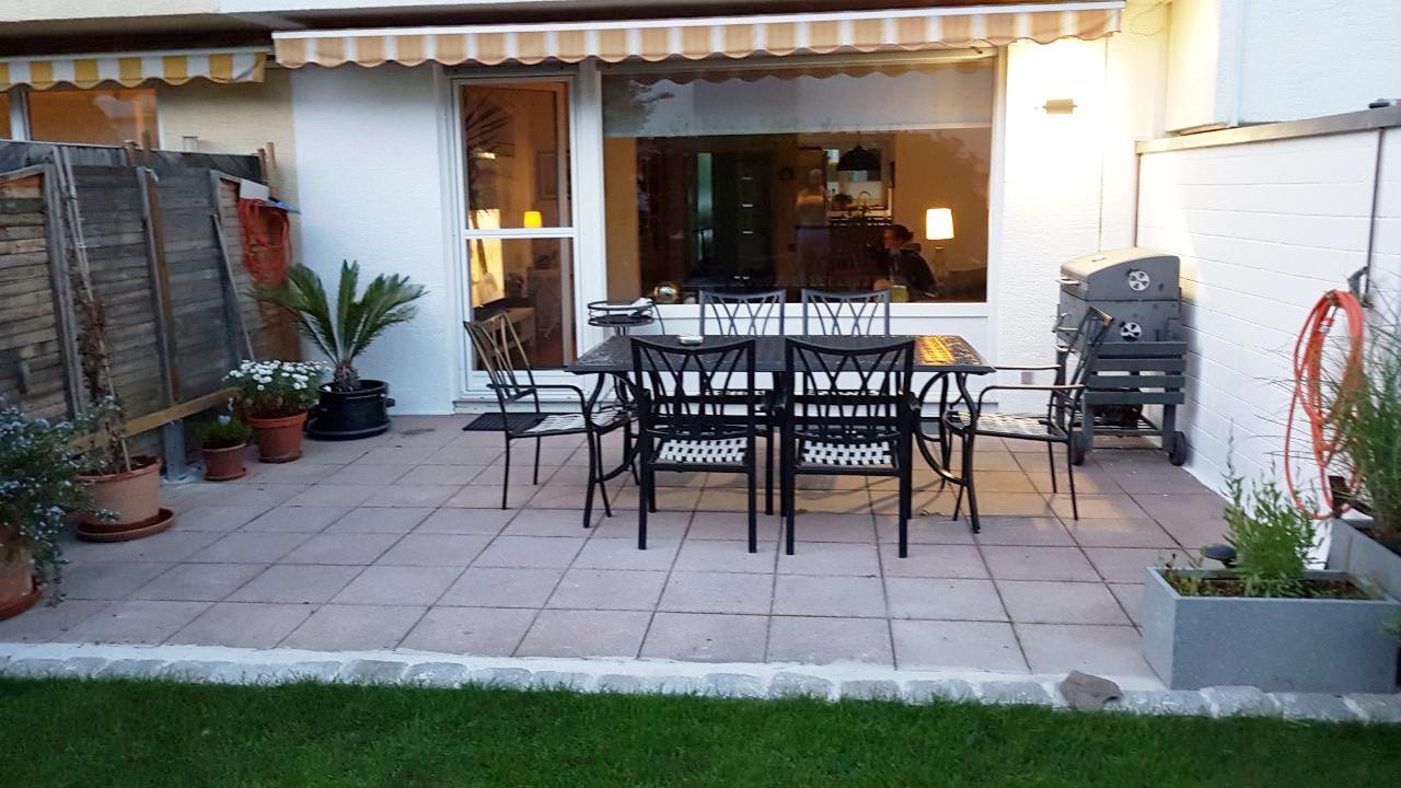 Vorher: Terrasse aus Robinie