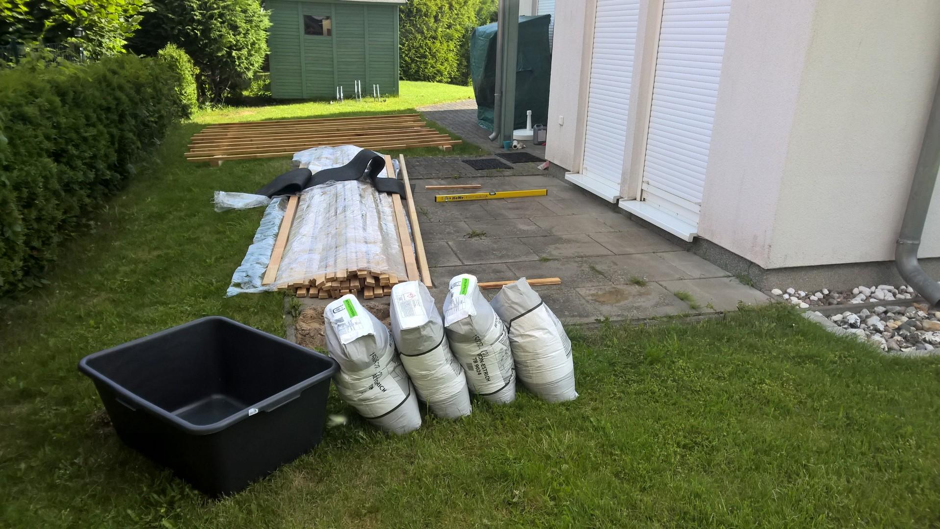 Vorbereitung des Baus. Alle Materialien wurden abgeladen.