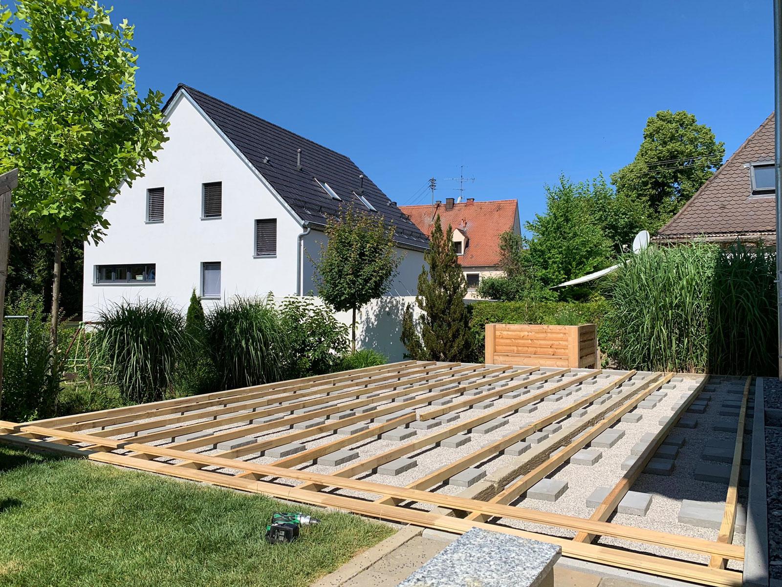 Unterkonstruktion aus Robinie für Terrasse aus Robinie