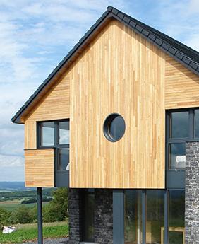 Robinie ist für den Einsatz in extremen Witterungsbereichen gemacht. Daher eignet es sich perfekt als Fassadenholz.